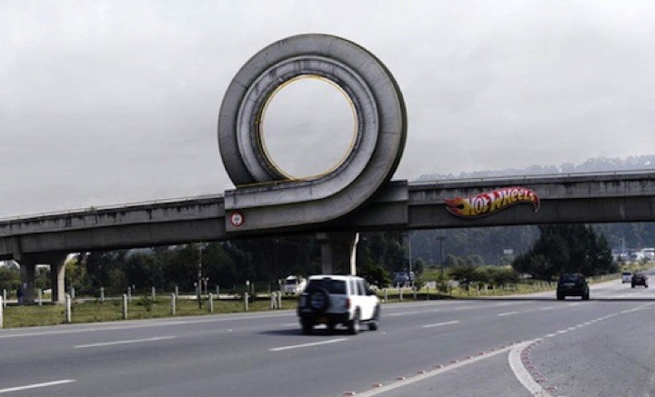 21 Creative Billboard Ads - A Hot Wheels ad for the kid in all of us.