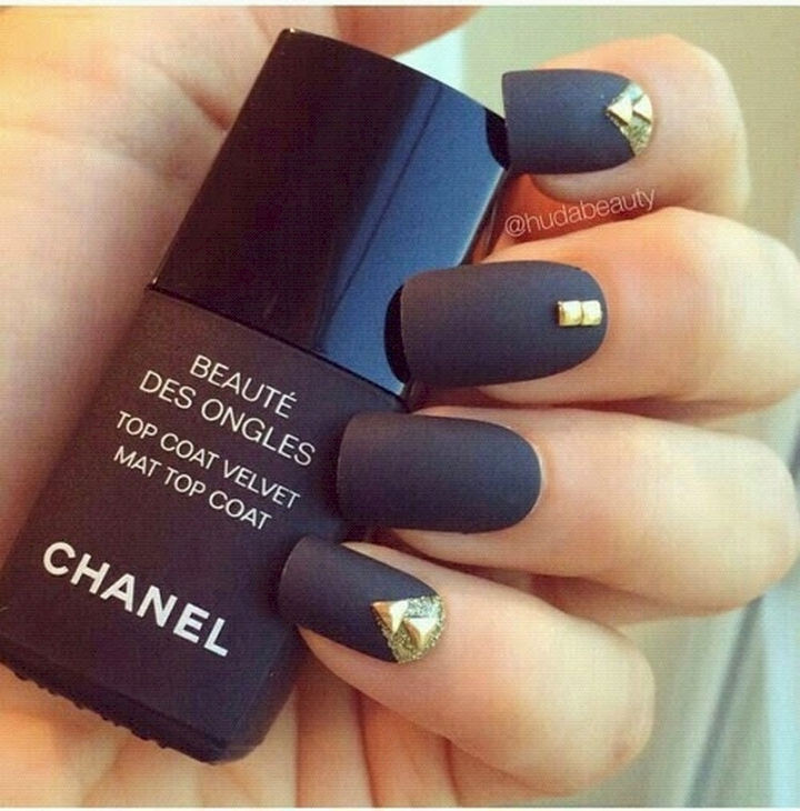 22 Black Nails That Range From Elegant To Edgy