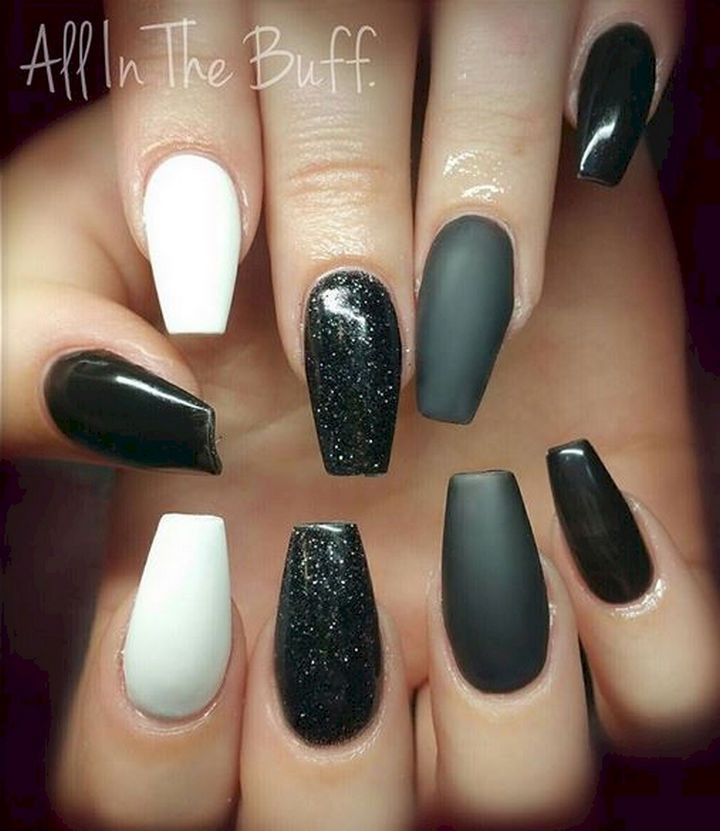 22 Black Nails That Range from Elegant Manicures to Edgy Nail Art