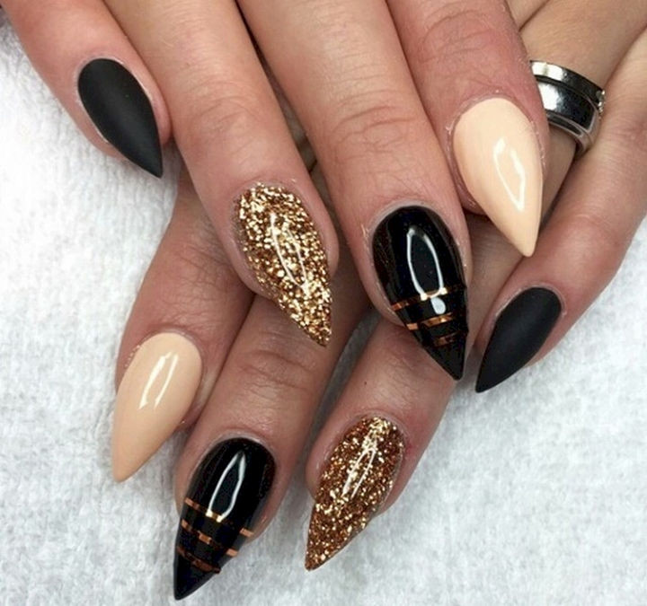 22 Black Nails That Range from Elegant Manicures to Edgy