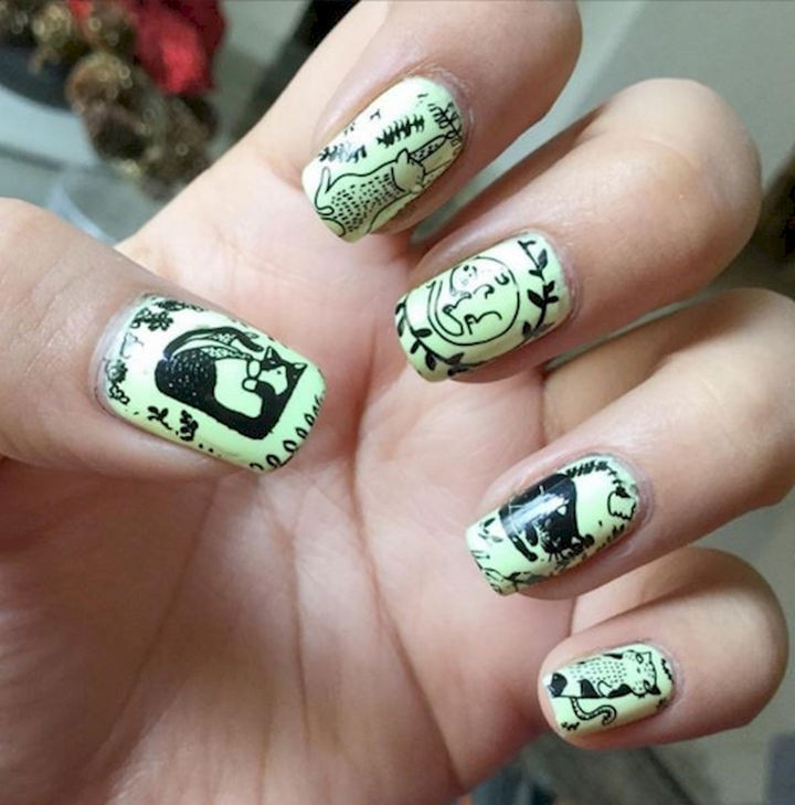 15 Cat Nail Art Manicures - Kittens like to play.