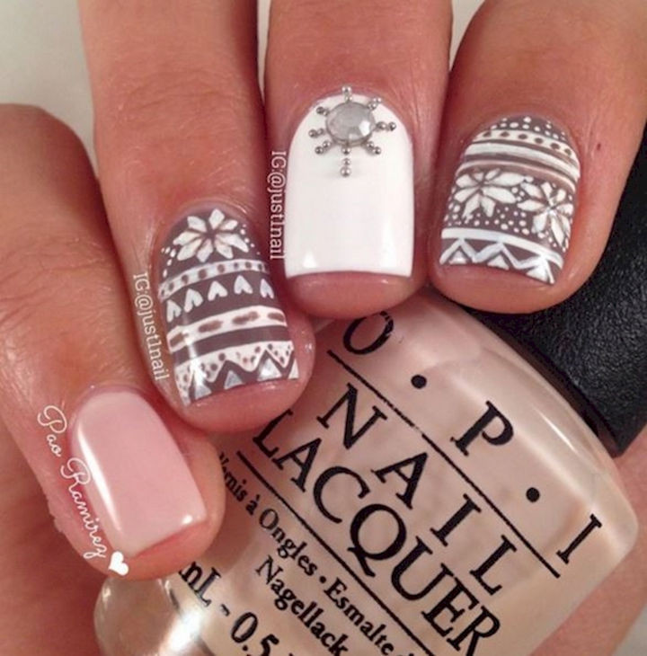 15 Ugly Christmas Sweater Nails - Accent nails that shine as brightly as the Christmas star.