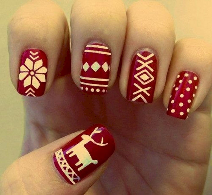 15 Ugly Christmas Sweater Nails - A classic Christmas design.