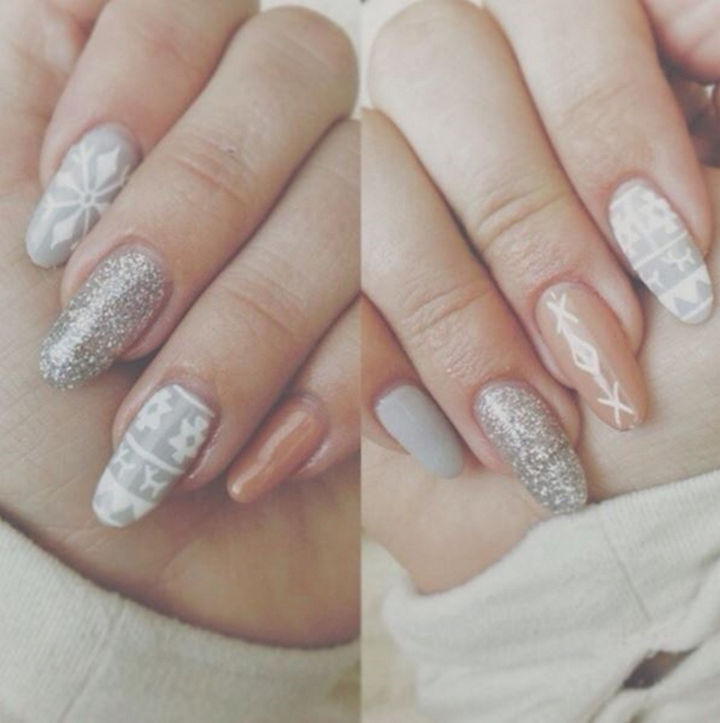 15 Ugly Christmas Sweater Nails - Classy and festive stiletto nails.