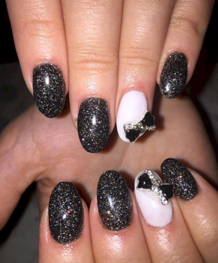 18 Perfectly Manicured Bow Nails - Black glittering nails with a 3D bow.