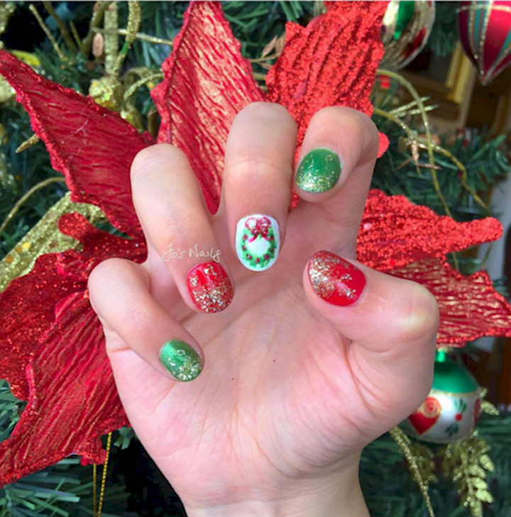 18 Perfectly Manicured Bow Nails - Celebrate Christmas with a beautiful wreath and shimmering glitter.