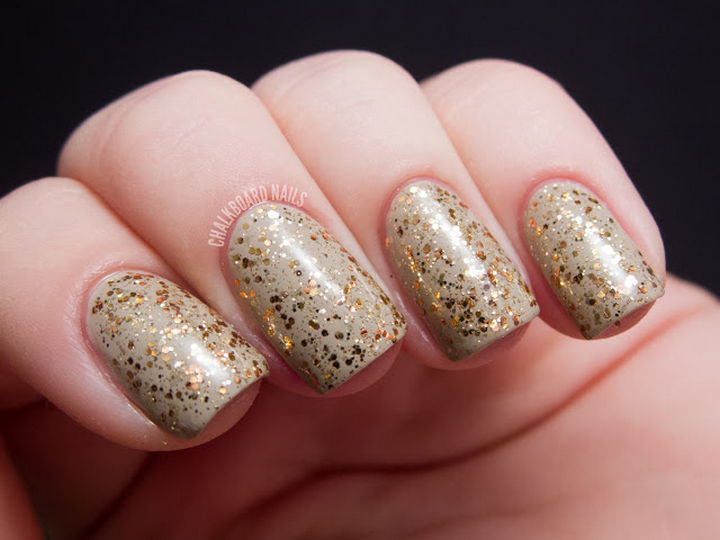 23 Christmas Nails - Enjoy a ginger spice latte on your nails.
