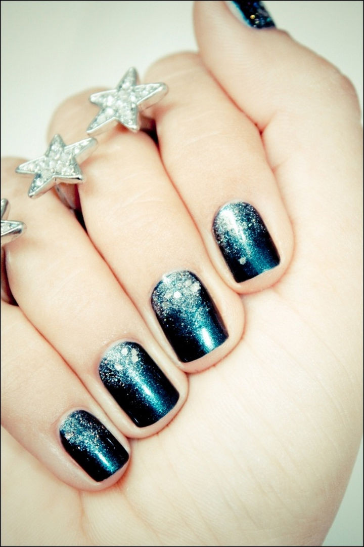 23 Christmas Nails - Shine like a star with these Christmas nails.