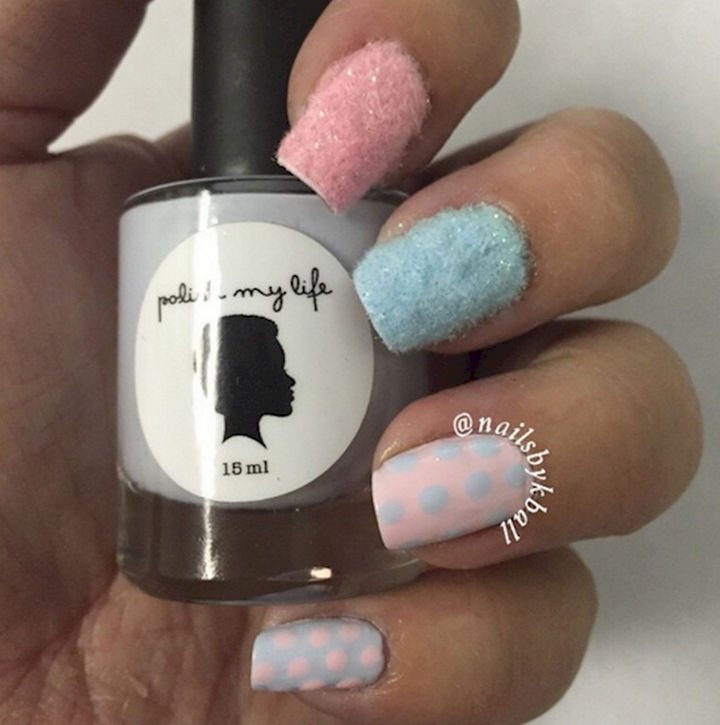 17 Cotton Candy Nails - Delicious cotton candy accent nails.