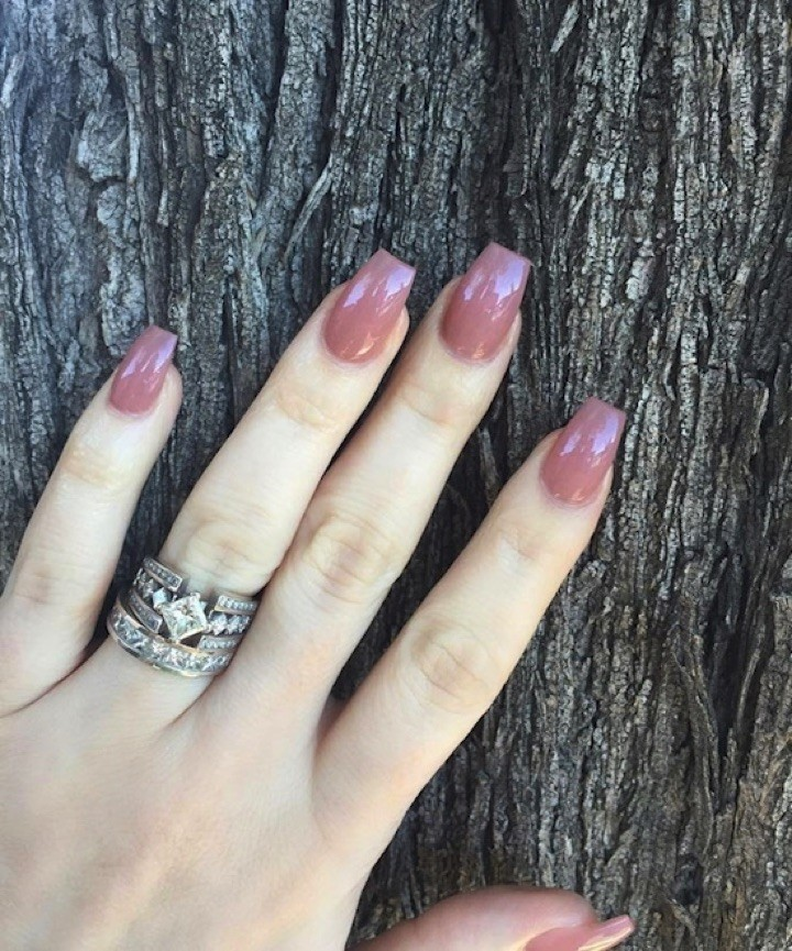 17 Extravagant Mauve Nail Manicures - Simply beautiful.