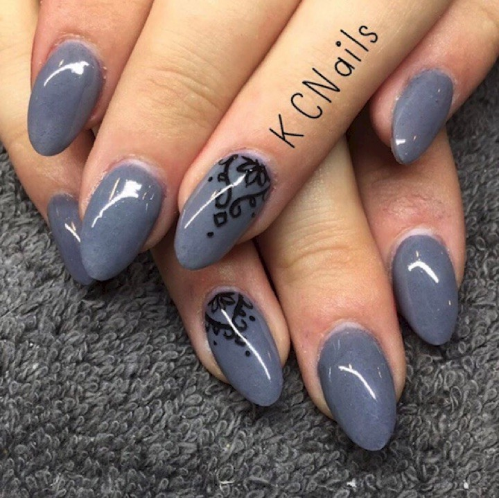17 Extravagant Mauve Nail Manicures - Mixing it up with gray.