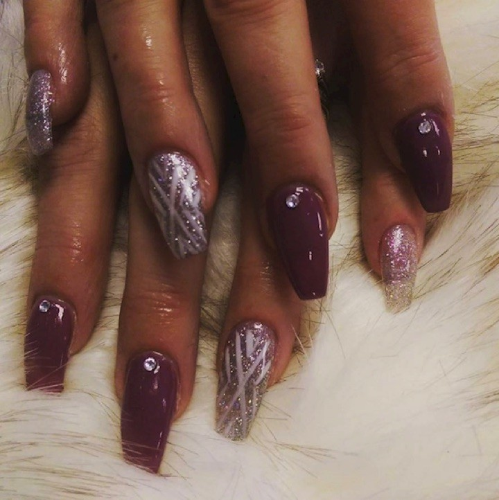 17 Extravagant Mauve Nail Manicures - Kick it up with deep shades of mauve and purple.
