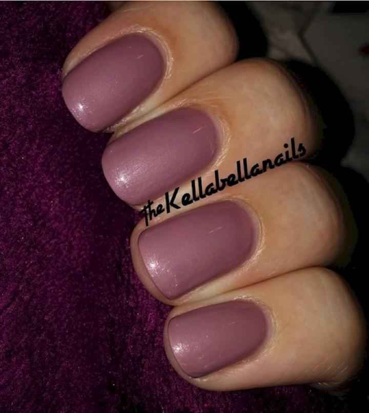 17 Extravagant Mauve Nail Manicures - Deep rich mauve color.