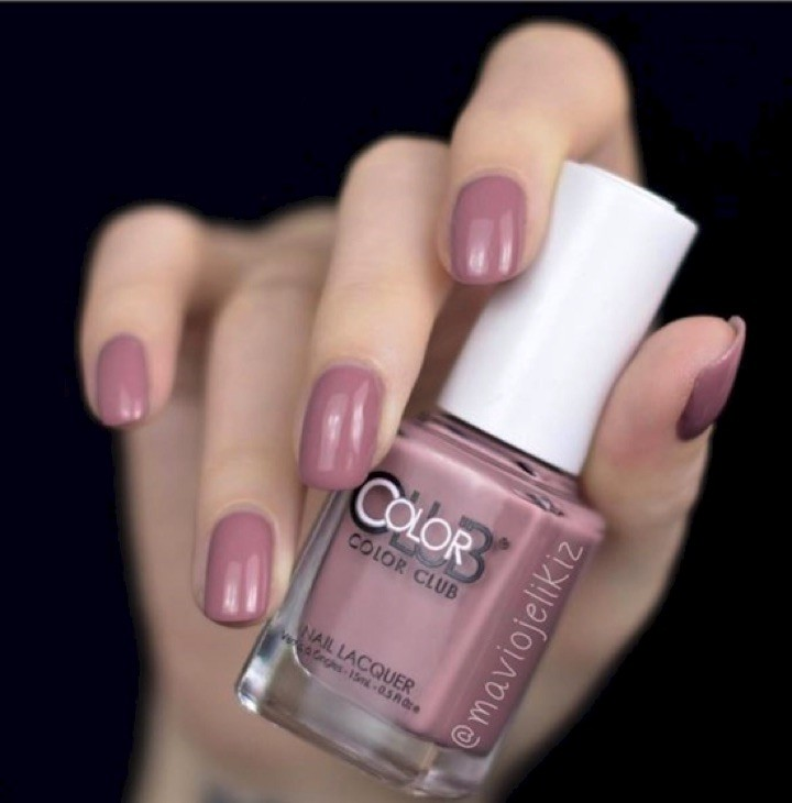 17 Extravagant Mauve Nail Manicures - Get a mauve on it with this pretty mani.