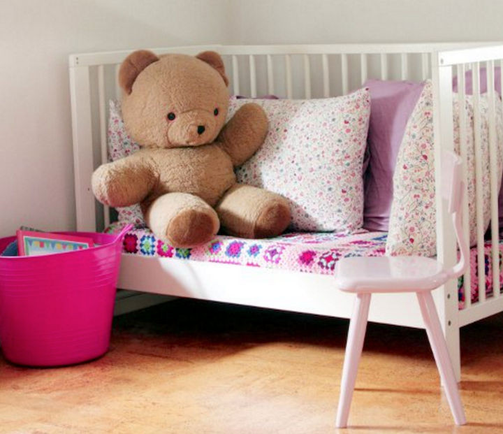 19 Ways to Repurpose Baby Cribs - Build a cute reading nook.