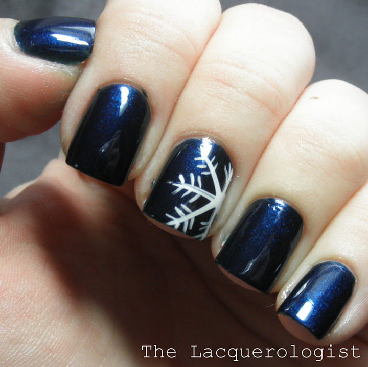 39 Winter Nails - Snowflake accent nail on electric blue.