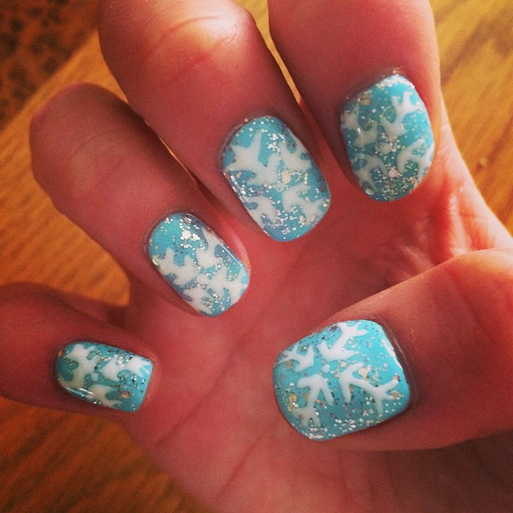 39 Winter Nails - Blue snowflakes.