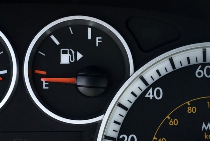17 Life Hacks to Help Simplify Your Life - Sometimes park on the wrong side at a gas station? Your fuel gauge has an arrow indicating what side your gas tank is on.