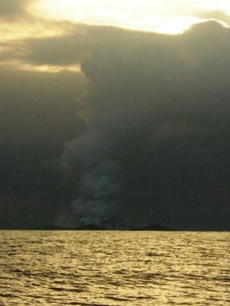 Sailing Crew Witness Underwater Volcano Erupting 10
