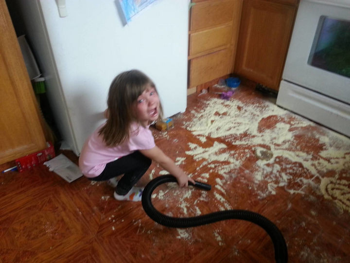 28 Perfectly Timed Photos of People Having a Bad Day - Dumping baby formula on the floor + having to clean it up + afraid of the vacuum = a really bad day.