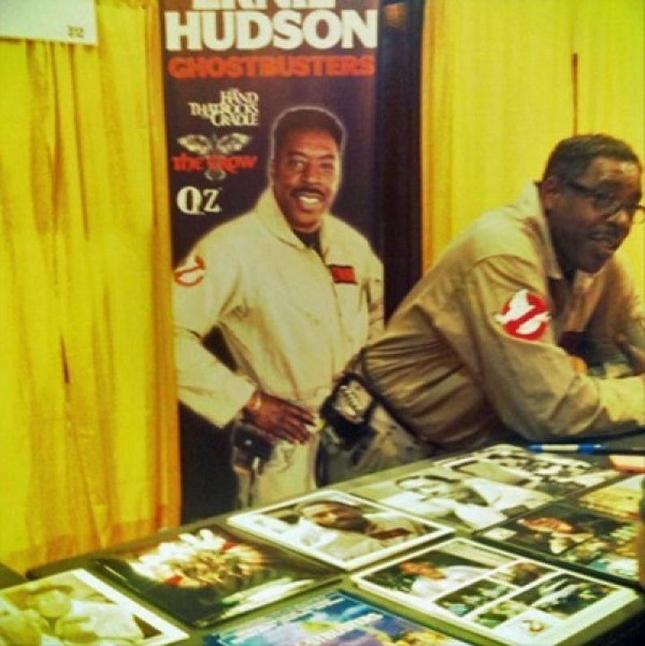 28 Perfectly Timed Photos of People Having a Bad Day - Actor Ernie Hudson probably wishes he was standing in another spot.