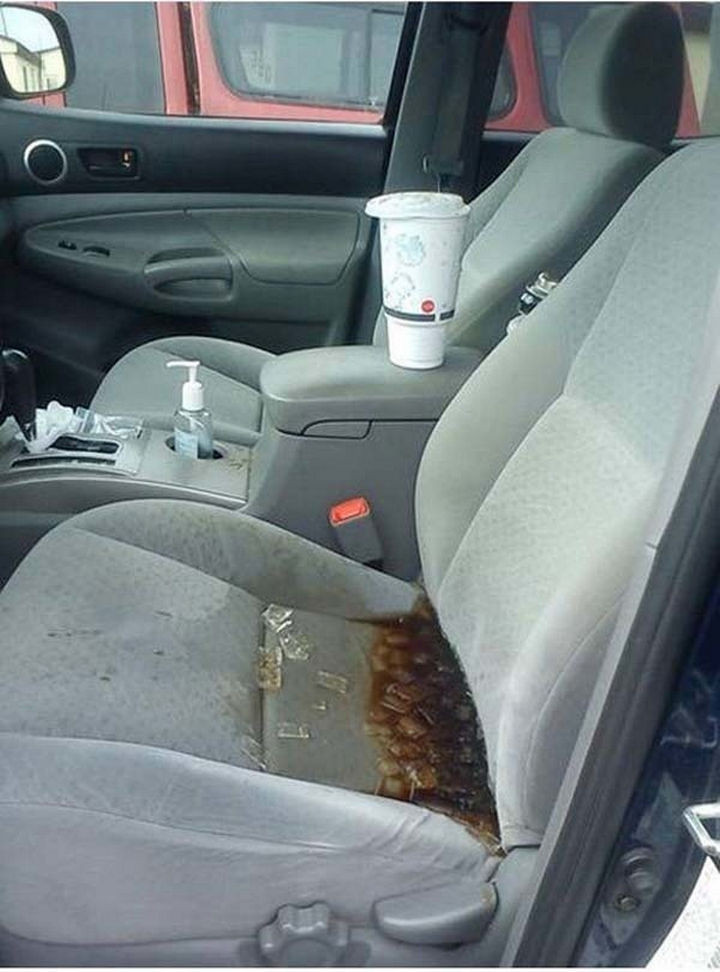 28 Perfectly Timed Photos of People Having a Bad Day - So much for a quick lunch through the drive-thru.