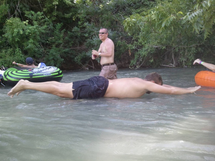 31 Hilariously Misleading Photos - That isn't a guy planking on top of the water.