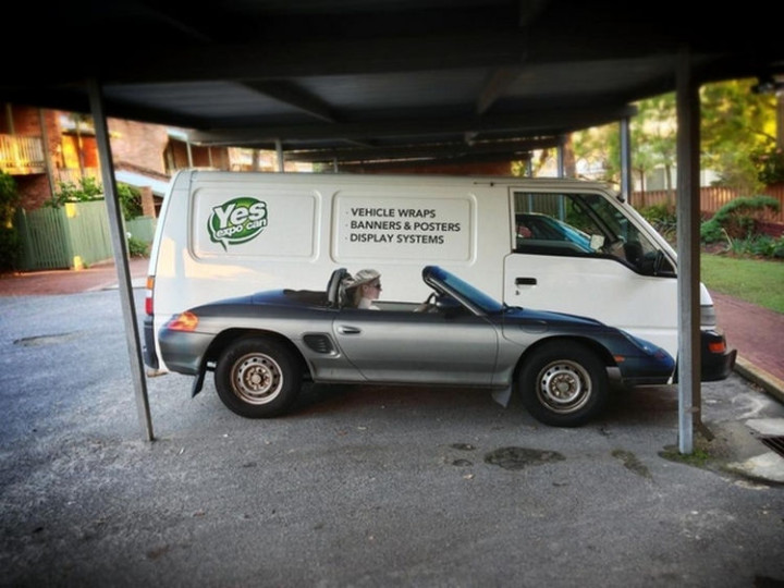 31 Hilariously Misleading Photos - That is not a Porsche parked in front of a van.