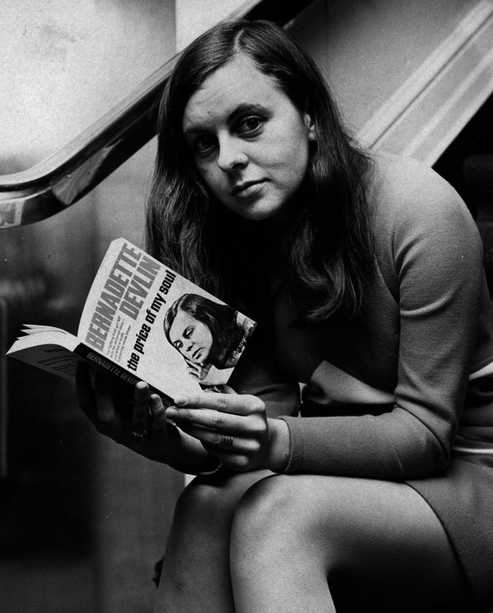 35 Rare Historical Photos - November 20, 1969: Bernadette Devlin, youngest female MP ever elected to the House of Commons, poses with her autobiography just before a press conference.