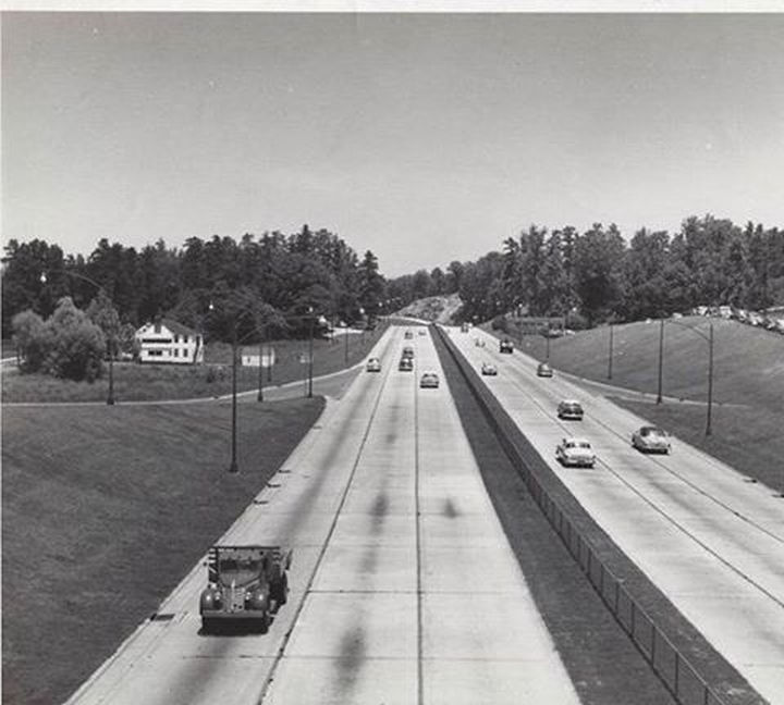 35 Rare Historical Photos - 1955: A view of I-75 in downtown Atlanta.