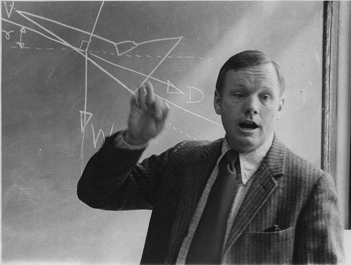 35 Rare Historical Photos - 1974: Professor Neil Armstrong teaches an aerospace engineering class at the University of Cincinnati. Only 5 years after being the commander of Apollo 11, the first manned moon landing mission in July, 1969.