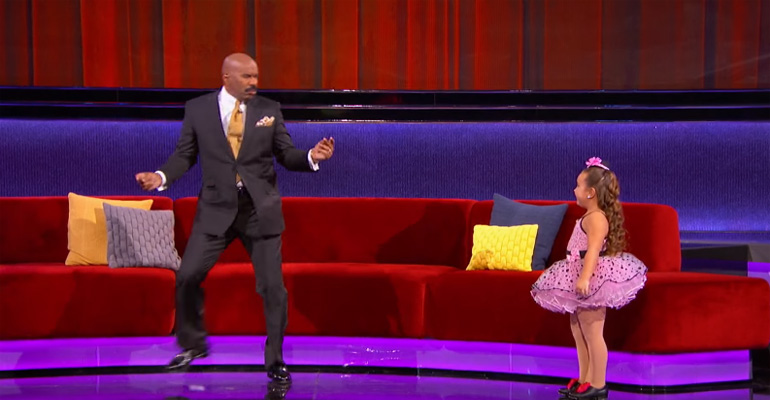 Steve Harvey Challenged Her to a Dance Off. When She Starts Dancing, the Audience Couldn't Stop Cheering!