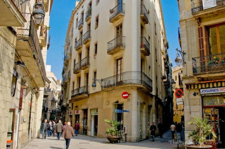 Top 25 Travel Destinations 2019 - Barcelona, Spain 03.