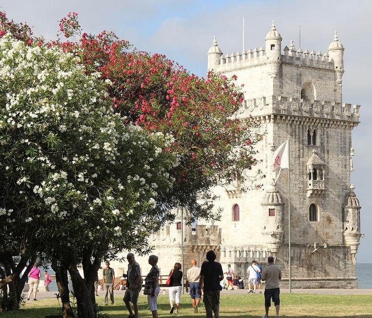 Top 25 Travel Destinations 2016 - Lisbon, Portugal 02.