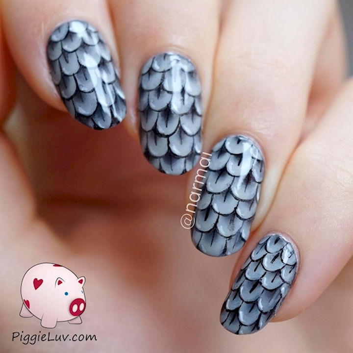 18 Feather Nail Art Designs - Striking one stroke feathers.