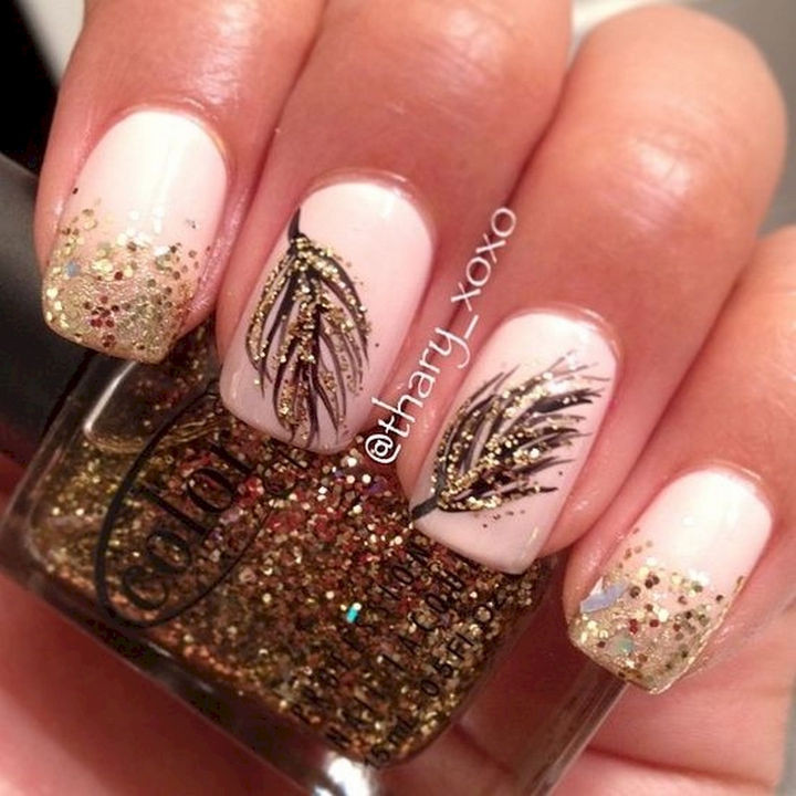 18 Feather Nail Art Designs - Shakin' some black and gold feathers.
