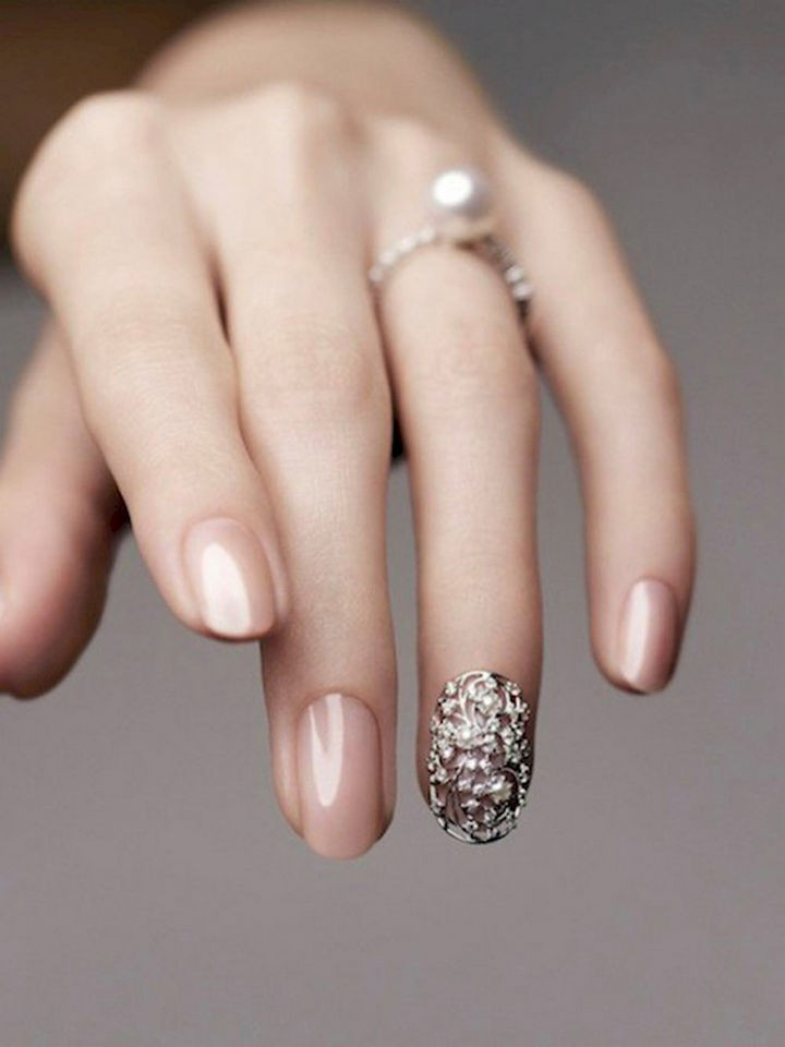 18 Perfect Wedding Nails - Gorgeous cocoon accent nail on the ring finger.