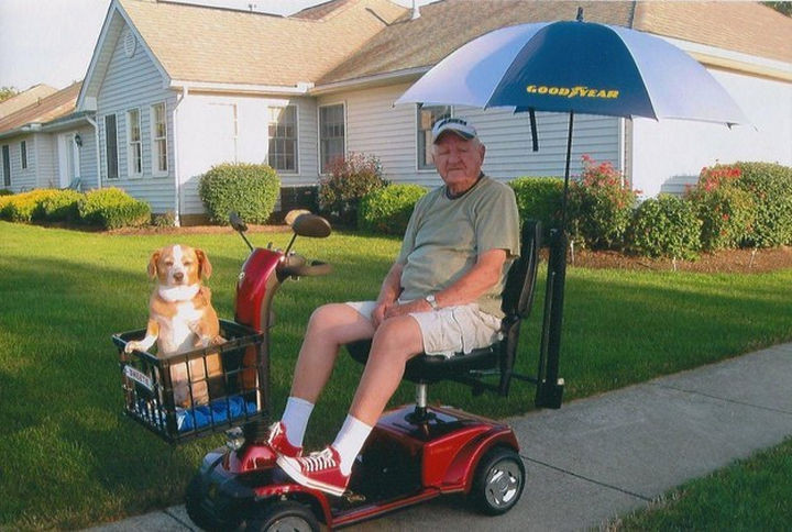 """46 Happy Images - This 93-year-old man taking his best friend """"Sweetie"""" for a drive."""