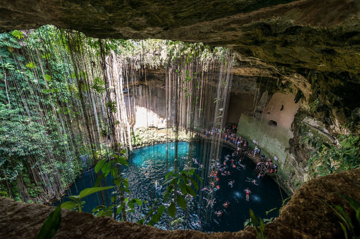 10 Amazing Nature Pictures - Natural underground springs in Mexico.