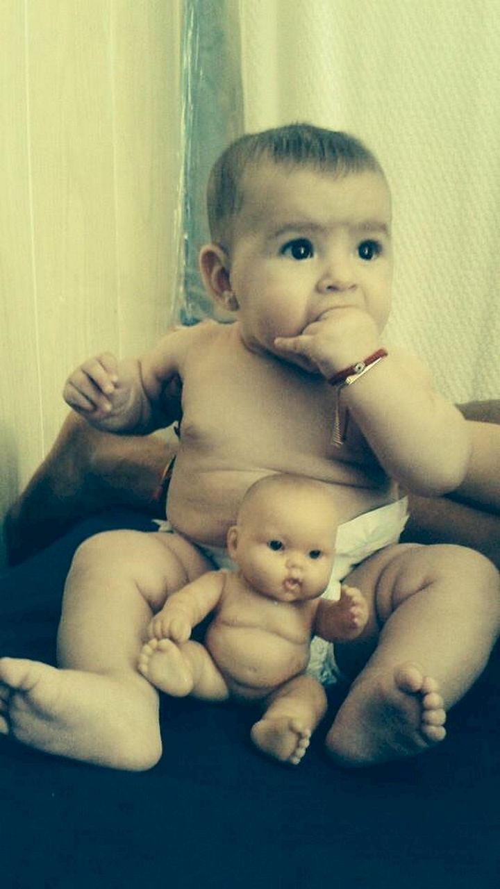 13 Babies That Resemble Celebrities or Something Else - These two sweeties were made for each other.