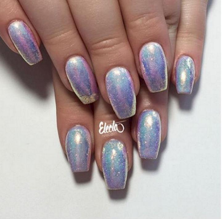 13 Mermaid Nails - Nails that look as precious as glittering pearls.