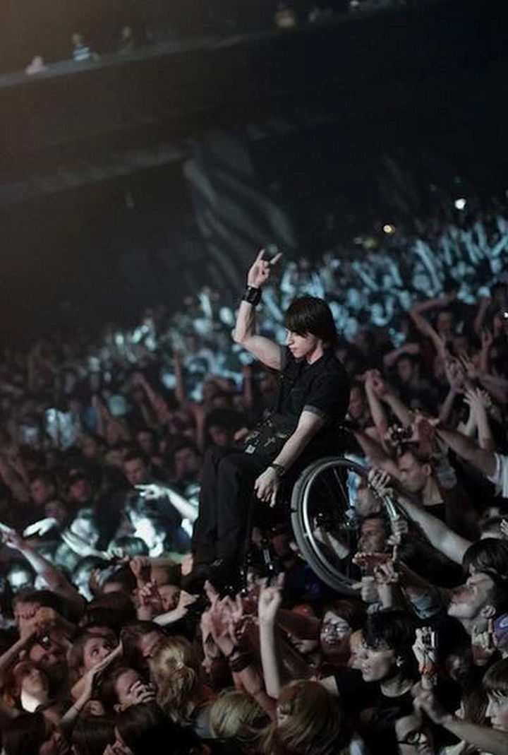 15 Incredible Photos Will Warm Your Heart - A crowd at a rock concert raising a young man in a wheelchairso he could see the band perform.