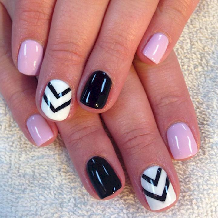 17 Chevron Nails 03