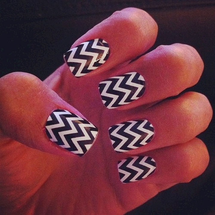 17 Chevron Nails - Chevron nails that are dizzying in a good way!