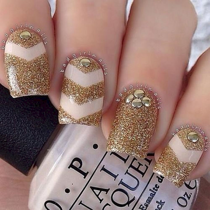 17 Chevron Nails -Glittery chevron nails.