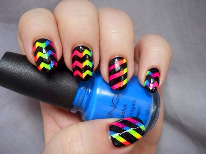 17 Chevron Nails - Chevron nails with an interesting rainbow effect.