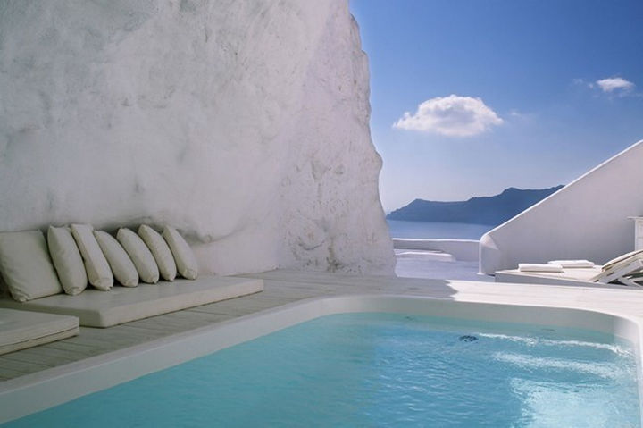 35 Epic Swimming Pools From Around the World - Katikies hotel in Santorini Greece.