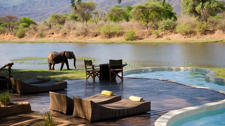 35 Epic Swimming Pools From Around the World - Chongwe River House pool in Zambia, Africa.