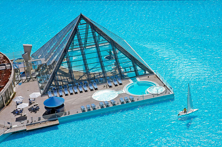 35 Epic Swimming Pools From Around the World - The San Alfonso del Mar Seawater Pool in Algarrobo, Chile