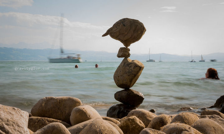 Marvel at the unbelievable art he creates with rock balancing - Photo 6.